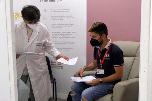 Partono le vaccinazioni nell'hub vaccinale della Network Contacts