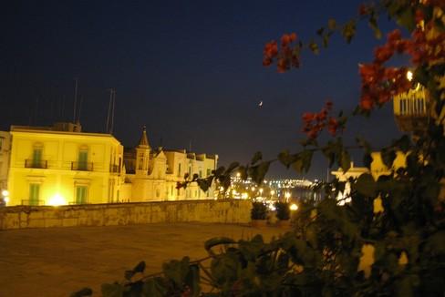 Muraglia notte. <span>Foto Isabella de Pinto</span>