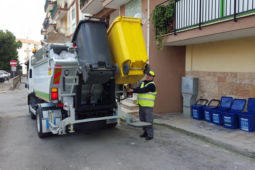 La raccolta dei rifiuti a Molfetta