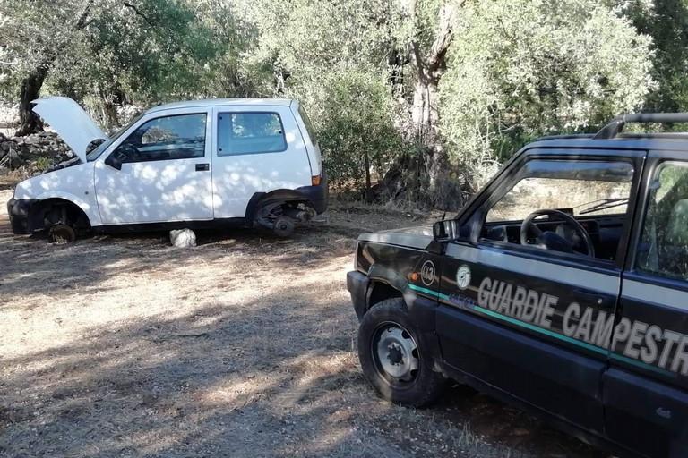 Una delle due auto rubate recuperate dalle Guardie Campestri