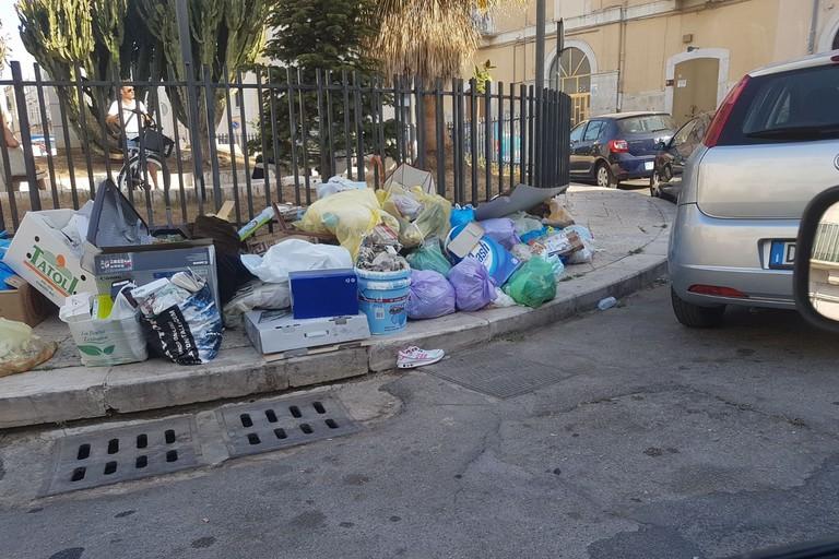 Questione rifiuti, controlli dei sacchetti e nuove sanzioni in arrivo