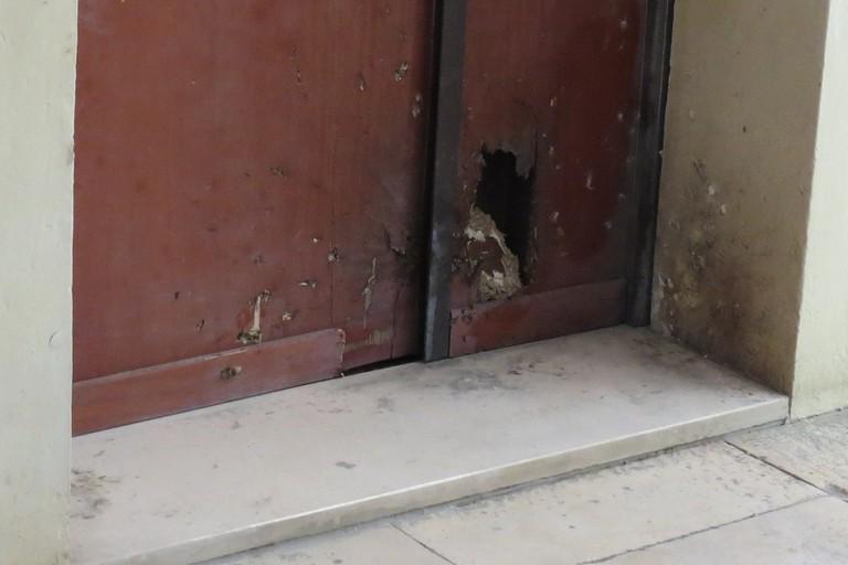 La porta d'ingresso dell'abitazione di Matteo d'Ingeo