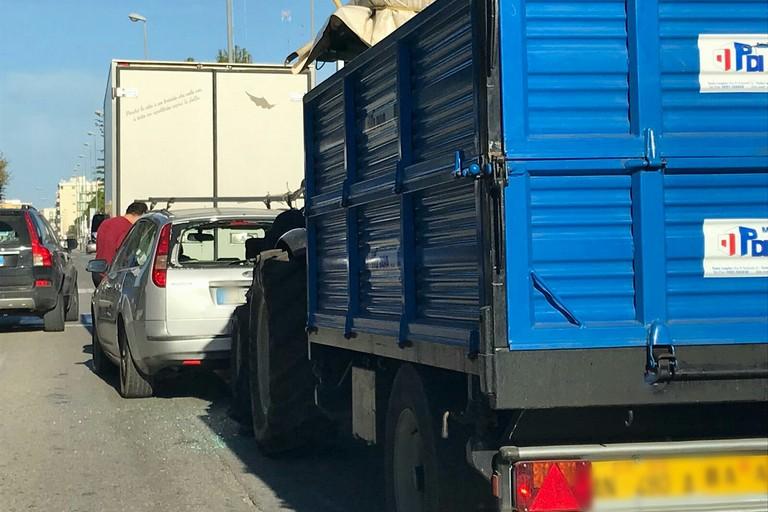 Tamponamento all'ingresso dell'ospedale di Molfetta, traffico rallentato