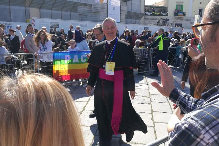 Vescovo Cornacchia in attesa del Papa