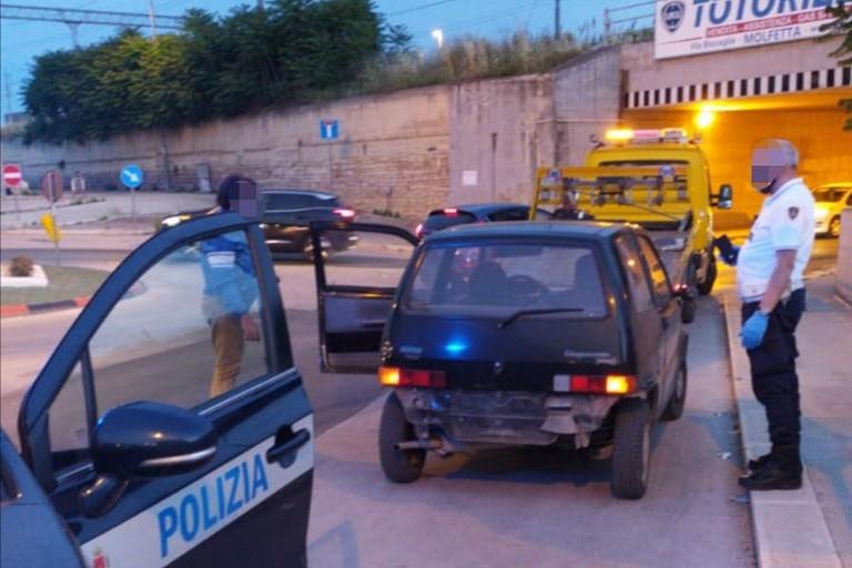 Con una Fiat 500 rubata a Molfetta tenta uno scippo a Bisceglie